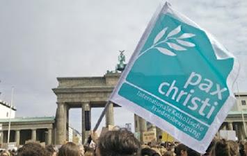 pax christi Fahne Brandenburger Tor.jpg