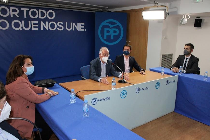 Carmen Crespo, Gabriel Amat, Javier Aureliano García y Ramón Fernández-Pacheco.