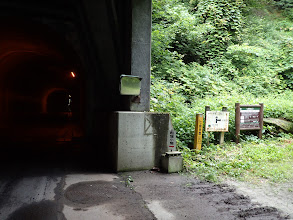 トンネル手前の登山口