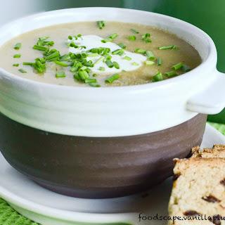 Simple Creamy Potato Leek Soup (Vegan)