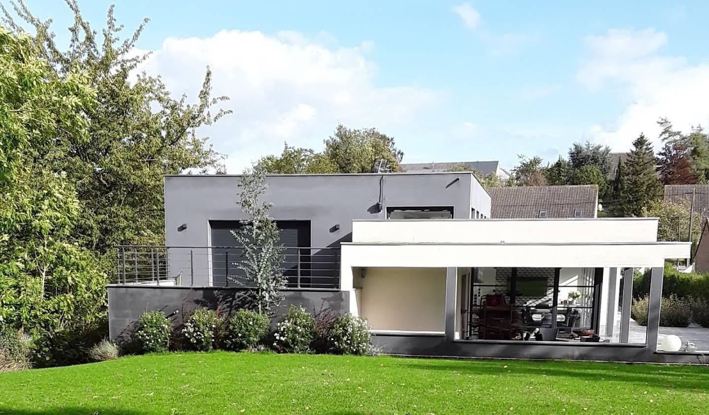 Maison contemporaine avec jardin et terrasse Ruitz