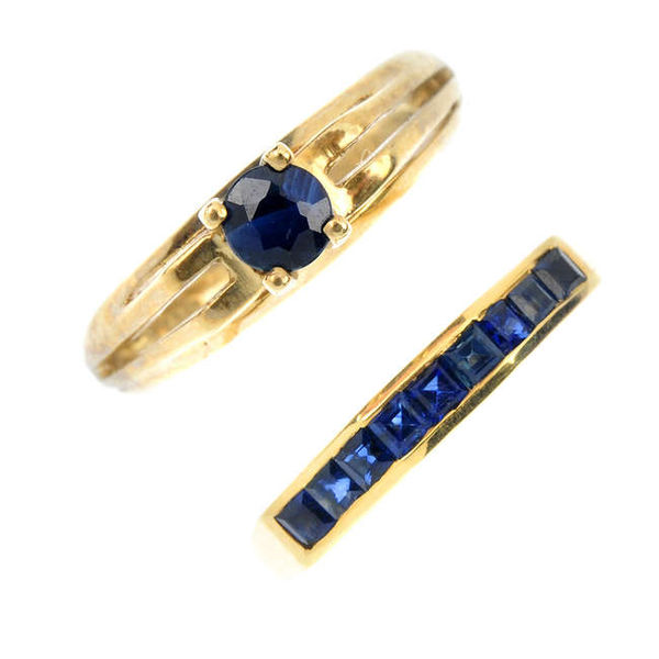 600px-Two_gold_sapphire_rings._Fellows-1435-617-1.jpg