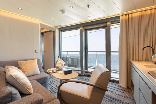 The spacious Living Room of a Silver Suite on Silver Origin.