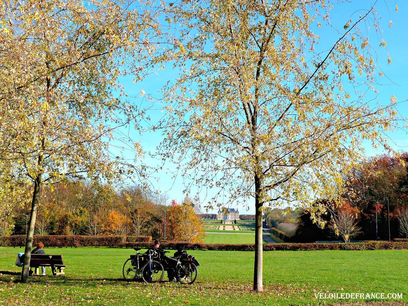 La Coulée Verte à Sceaux, avec vue sur le château de Sceaux  - Circuit à vélo entre Paris et Sceaux, le vallon des poètes par veloiledefrance.com