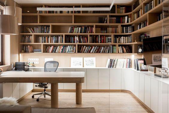 Bố trí phòng làm việc riêng với không gian rộng rãi
