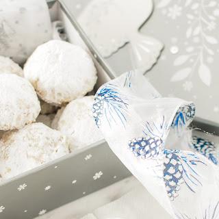 Powdered Sugar Almond Cookies.