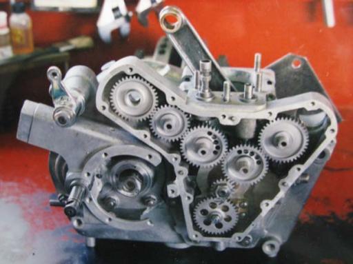 Moteur Jonghi entièrement restauré par Machines et Moteurs