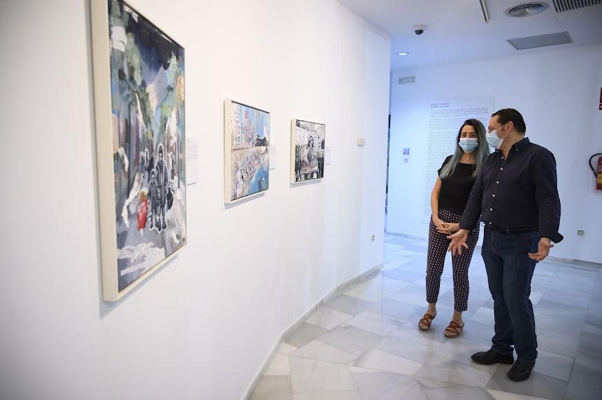 diálogo entre el pasado de la Guerra Civil y la actualidad en la exposición 'Azules y Rojos'.