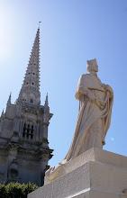 Photo: Das Denkmal auf dem Place Richelieu