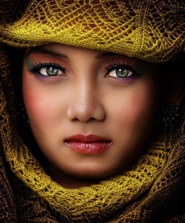 DIANA V by PATT LULUQUISIN - People Portraits of Women