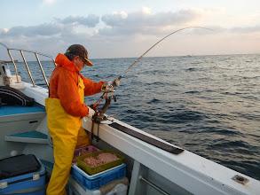 Photo: お仕事の合間をぬって、タカオさんも真鯛釣り!