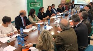 Autoridades de las organizaciones en la reunión.