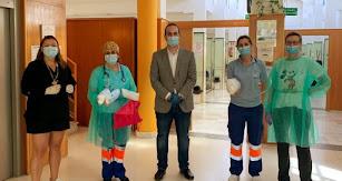 Momento de la entrega en el centro de salud.