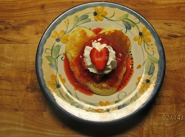 To serve, spoon chilled strawberries over pancakes and top with whipped topping.