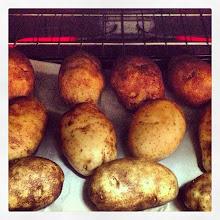 Photo: Backing potatoes for dinner. Anyone hungry?! #intercer #food #potato #potatoes #dinner #quick #recipe #veggies #vegetarian #oven #fire #heat #flame - via Instagram, http://instagr.am/p/V-dzbdJfir/