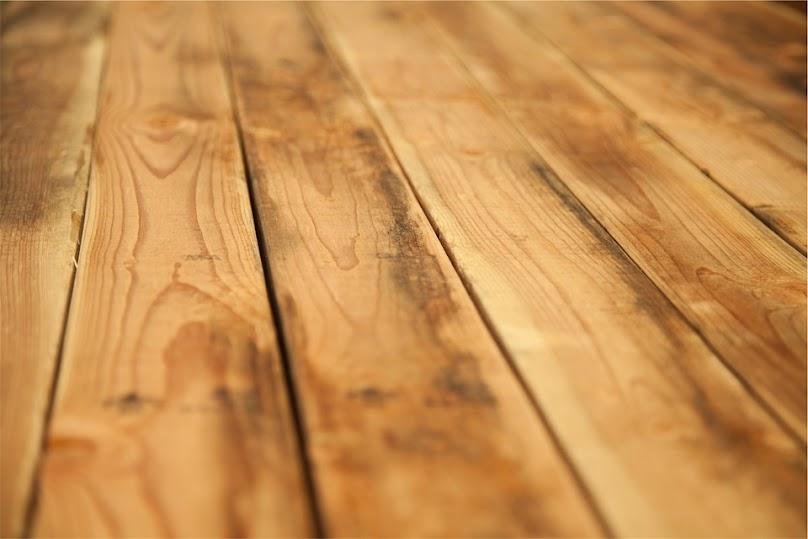 Panele czy podłoga drewniana?