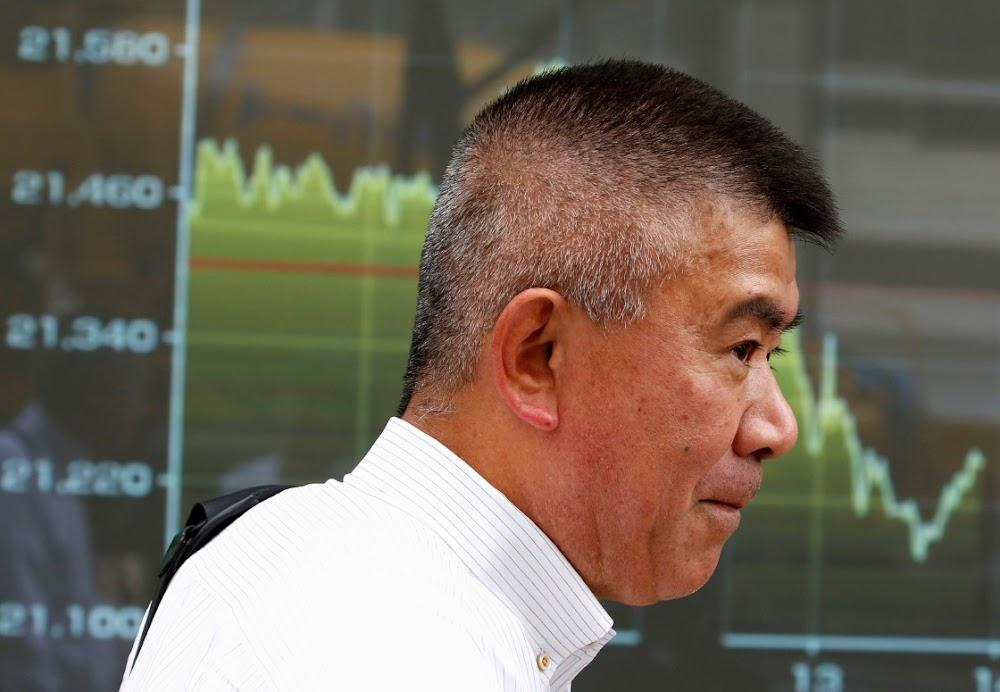Asiatiese aandele gly te midde van onrus in Hong Kong