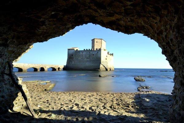 Dalla grotta buia la luminosa Torre Astura di clavdia19