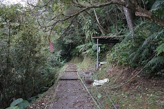 Photo: 第一個路標有應公廟到了