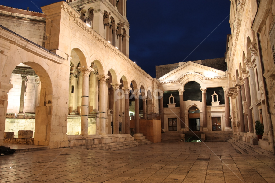 A palace for an emperor by Giancarlo Ferraro - Buildings & Architecture Public & Historical ( old, nightshot, palace, diocletian )