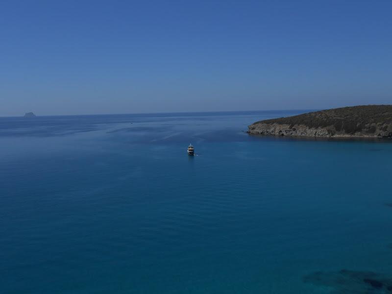 Una barca in mezzo al mare... di danca1