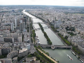 Photo: View to the west, modern part of the city. The first bridge below is the Pont de Bir-Hakeim. Remember, the M6 line?