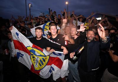 Leeds United houdt geen rekening met coronamaatregelen en viert titel met duizenden fans
