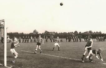 Photo: 1966-1967 Wedstrijd Harkstede - Annen 4e klas De keeper is Bert Jansen, daarnaast staan Lammert Kuipers op de ene en Jan Waayer op de andere.
