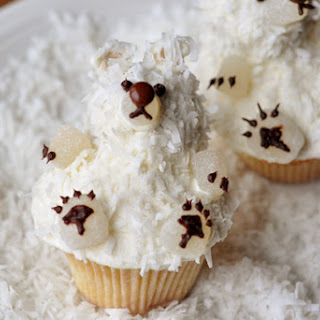 Vanilla Buttermilk Cupcakes and Fantastic {Easy} Buttercream Frosting