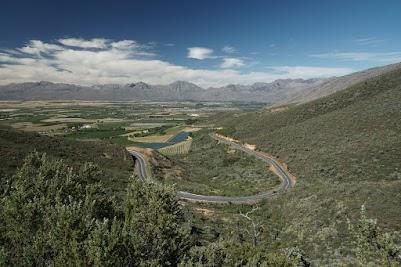 Blick vom Gydo Pass auf die Obstplantagen rund um Ceres