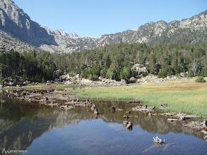 Photo: Bonito Estany de Lladres el cual tiene una pequeña presa