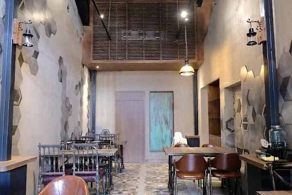台南老宅蜂大咖啡!超隱密咖啡館巷弄老宅新風情,在台南重拾西門町老字號咖啡館,還可以順便來桑芙尼莊園按摩舒壓!台南下午茶!