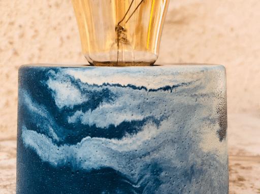 lampe en beton marbre bleu pétrole et beige fabriquer en atelier français