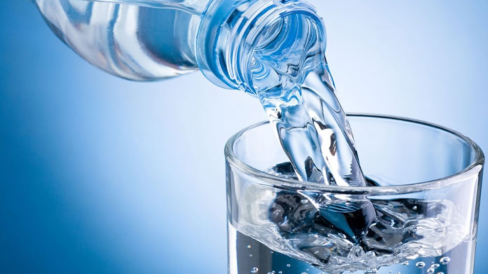 energy-food-and-drink-without-caffeine_water