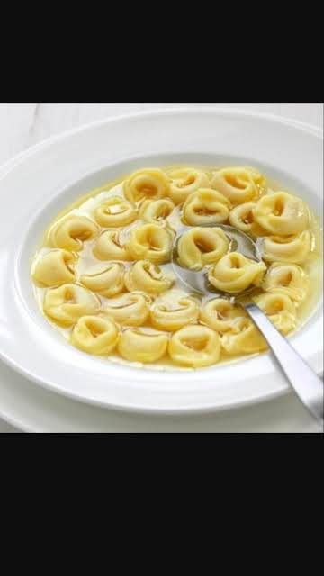 Tortellini en Brodo (Tortellini in Broth)