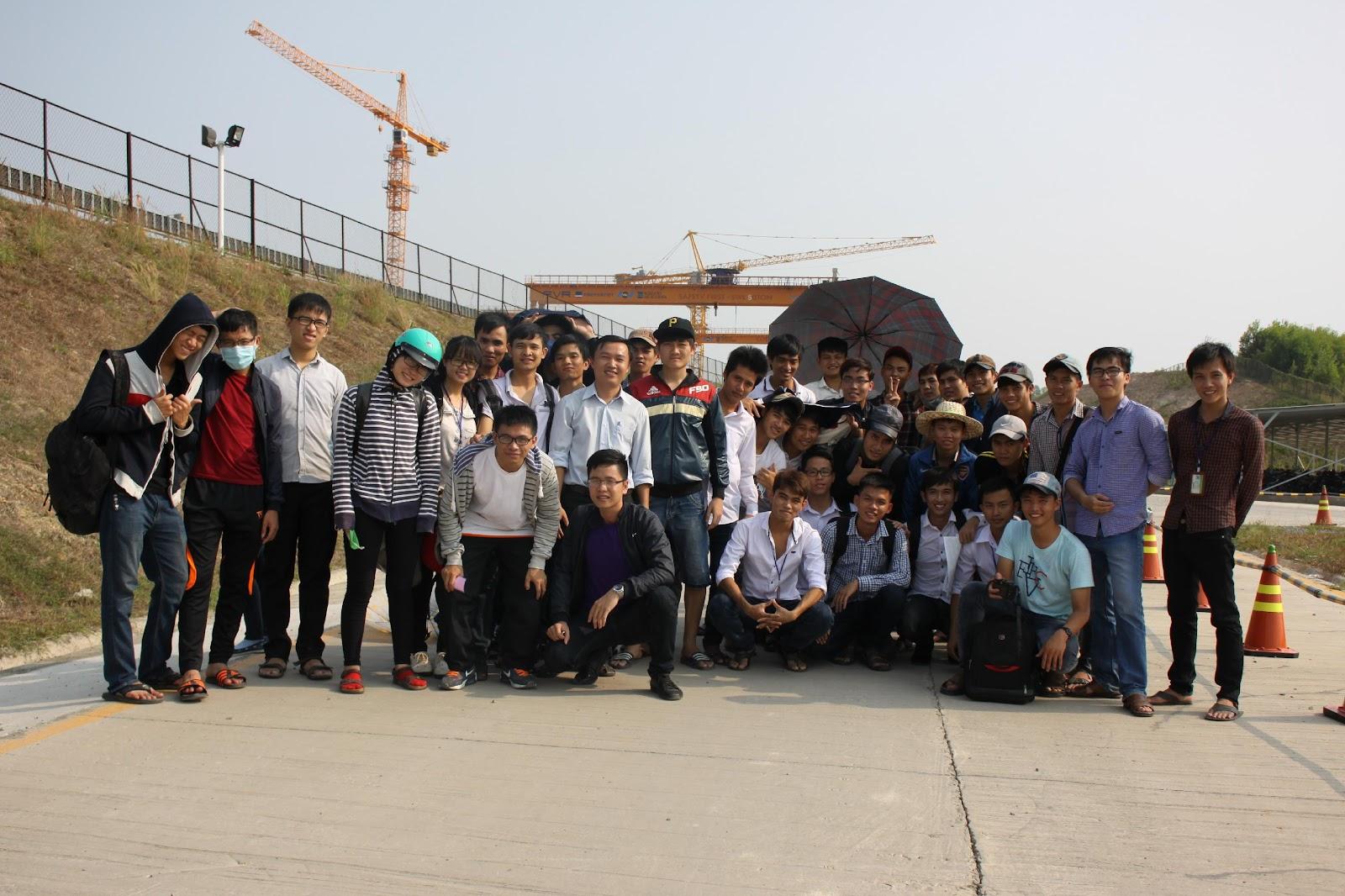 Sinh viên tham quan bãi đúc dầm tuyến mê-trô số 1 (Bến Thành – Suối Tiên)