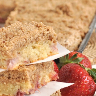 the BEST strawberry streusel coffee cake