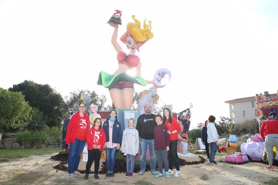 Visita de les Falleres Majors de València 2018 a la Falla del Toro