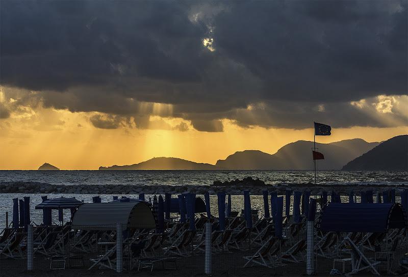 Summer On A Solitary Beach di VILLA MARIO