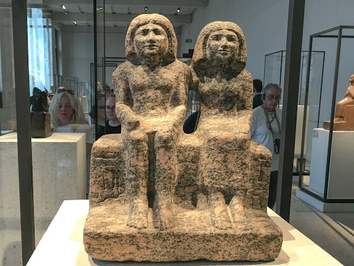 Scribe-of-the-granary-Der-sendj.jpg - Scribe of the granary Der-sendj and his wife Nefret-ka, circa 2400 B.C. in the Egyptian collection at the Neues Museum.