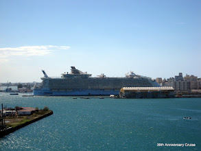 Photo: Oasis of the Seas in port