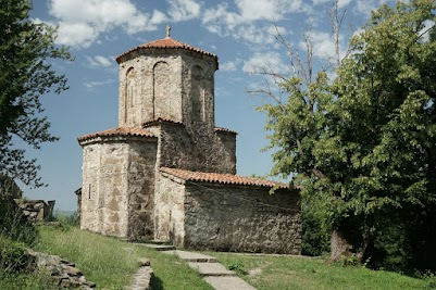 Das Kloster Nekresi liegt auf einem Berg oberhalb des fruchtbaren Alazani Tals.