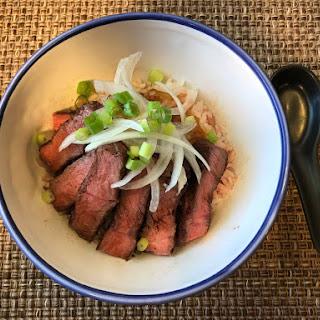 Steak Donburi (스테이크 덮밥).