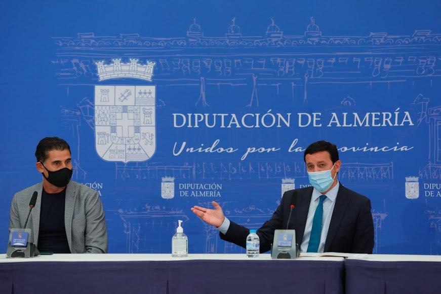 El presidente de la Diputación da la palabra a Hierro.