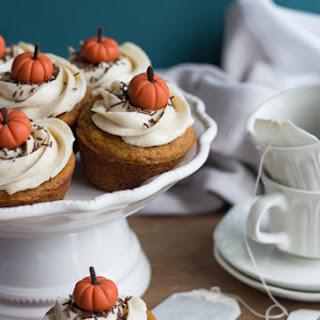 Pumpkin Chai Holiday Cupcakes.