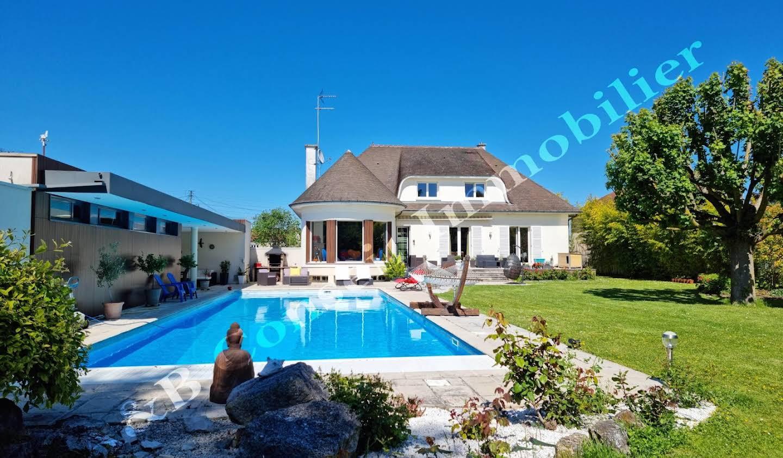 Maison avec piscine et terrasse La Chapelle-Saint-Luc