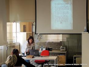 Photo: Presentación del documento 2, después de otras dos rondas de talleres: manuscrito antiguo y ejemplos de paleografía