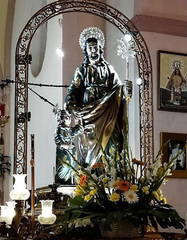 El Patrón de Abrucena, San José, tras la misa recibió la ofrenda floral y fue velado por los abruceneros.