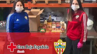 Rocío y Cristina, de la Fundación UDA, no paran de trabajar.