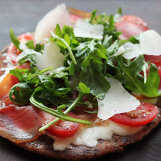 5-Minute Flatbread Pizza with Prosciutto, Arugula, and Mozzarella.